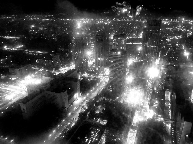 阴���9la_c la vi taipei 48楼星空景观   这晚天气阴阴的, 就算很贴