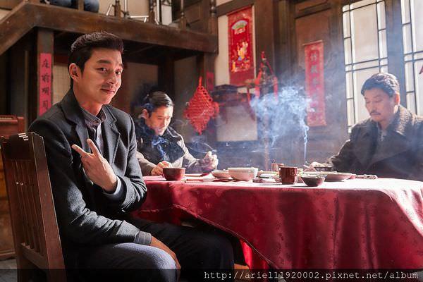 《密探》拍片現場熱絡,圖為孔劉(左)、李秉憲(中)、宋康昊(右)